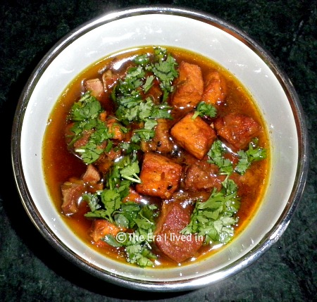 Step by step recipe of mutton curry with paneer, a popular Himachal Pradesh delicacy with the richness of spices and flavour #theerailivedin #MuttonRecipe #IndianRecipes #Paneer