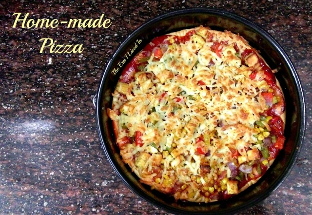 Easy, step by step, a foolproof recipe of homemade pizza. Also, learn details of making your own pizza dough and pizza sauce in quick and easy steps in an oven and gas tandoor. #theerailivedin #homemadePizzaRecipe #PizzaRecipes #IndianPizza #pizza #