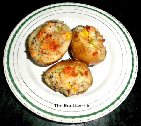 Stuffed Potato with Capsicum, Sweet Corn & Cheese
