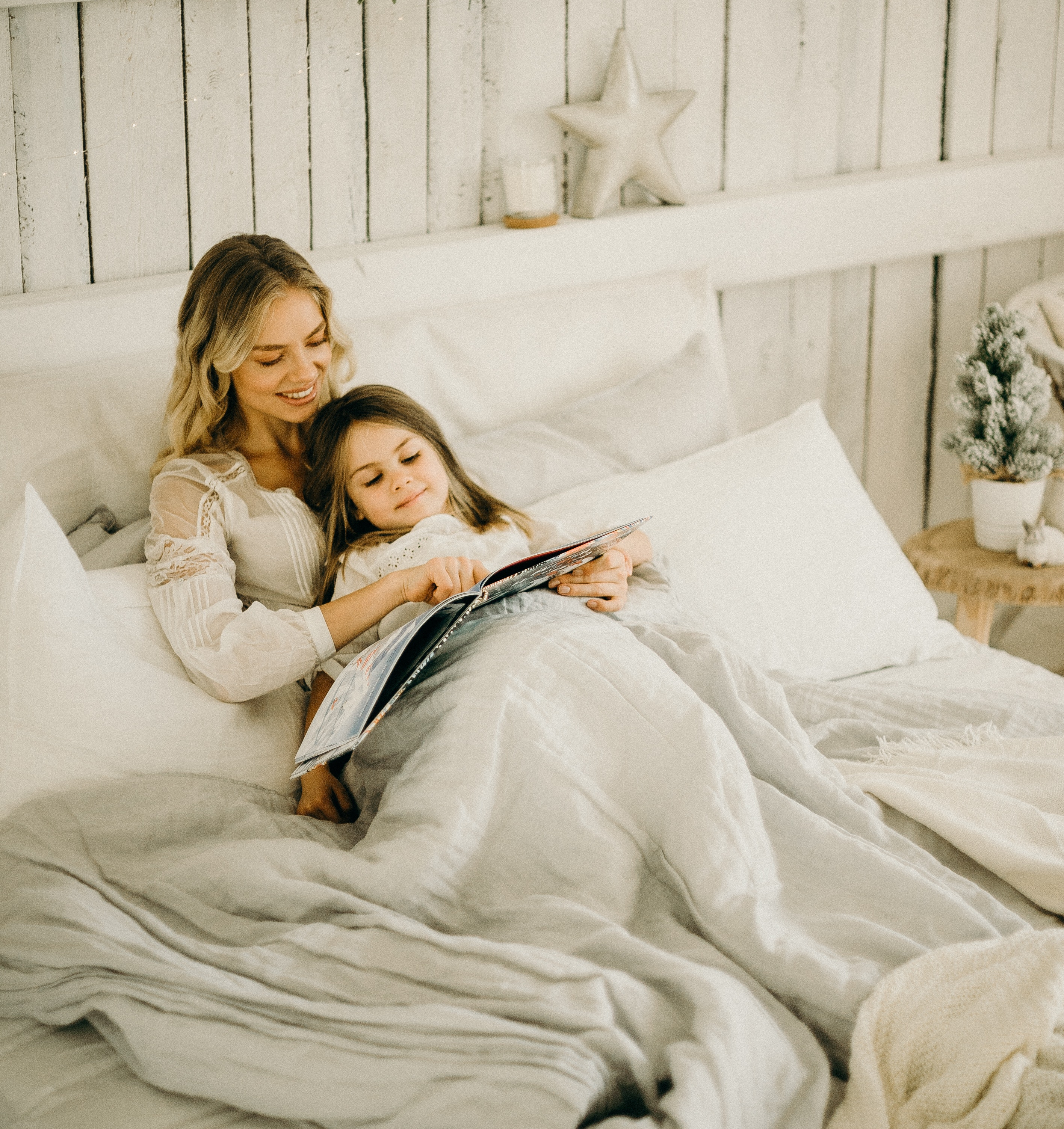 It helps to start winding down well before bedtime to give cues to your strong-willed, spirited children that it is time to read bedtime stories and rest after an energetic day. #theerailivedin #bedtimestories